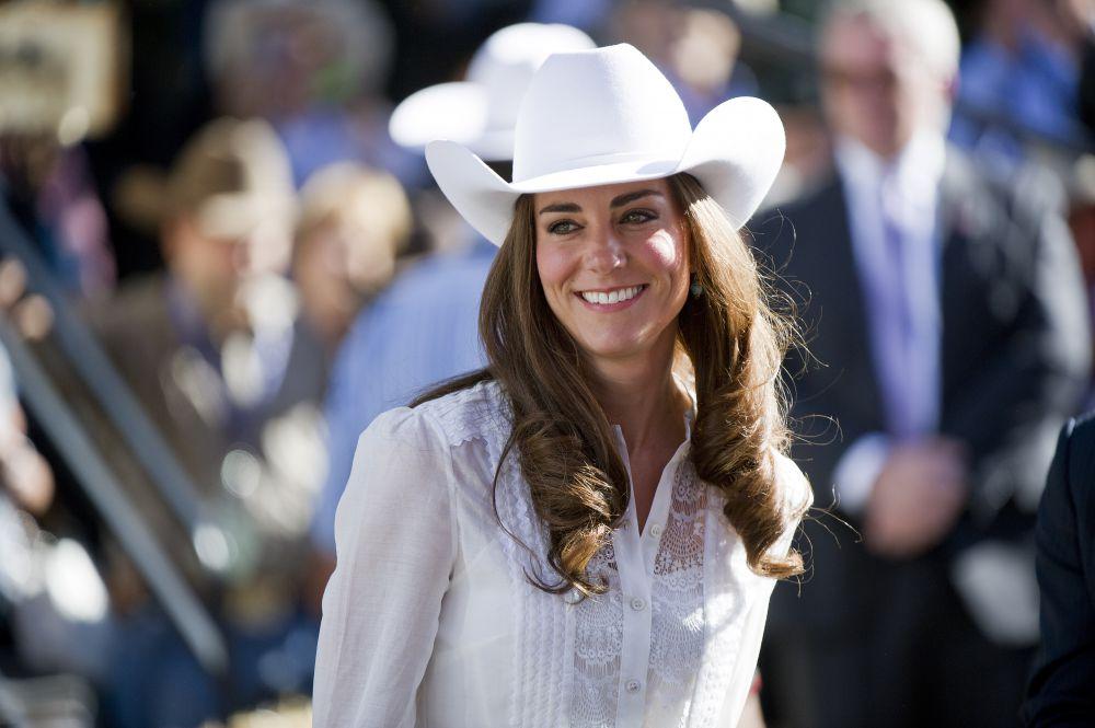 Будущая герцогиня Кембориджская родилась 9 января 1982 года в английском графстве Беркшир. Отец  Кэтрин Миддлтон был авиадиспетчером, а позже пилотом British Airwyas, а мать – стюардессой.