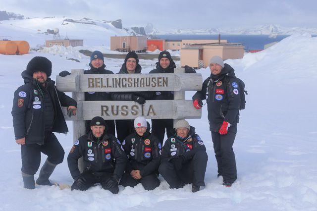 Участники экспедиции «Антарктида-100».
