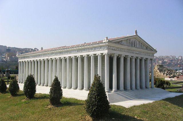 Модель храма в Турции в парке Миниатюрк.