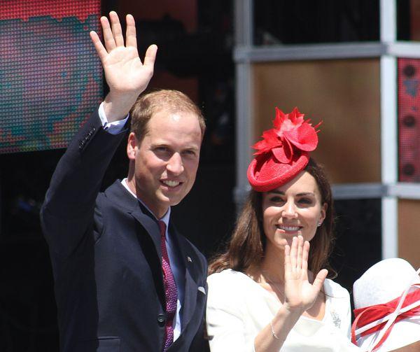 16 ноября 2010 года стало известно о помолвке принца Уильяма и Кэтрин Миддлтон. За месяц до этого, в Кении, они обручились: Уильям преподнес Кэтрин кольцо, которое ранее его отец, принц Чарльз, преподнес Диане, принцессе Уэльской.