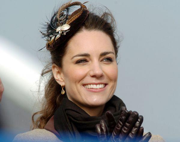 В 1995 году Кейт поступила в колледж Мальборо в графстве Уитшир. Будущая герцогиня Кембриджская также закончила программу герцога Эдинбургского самого высокого уровня — золотого.
