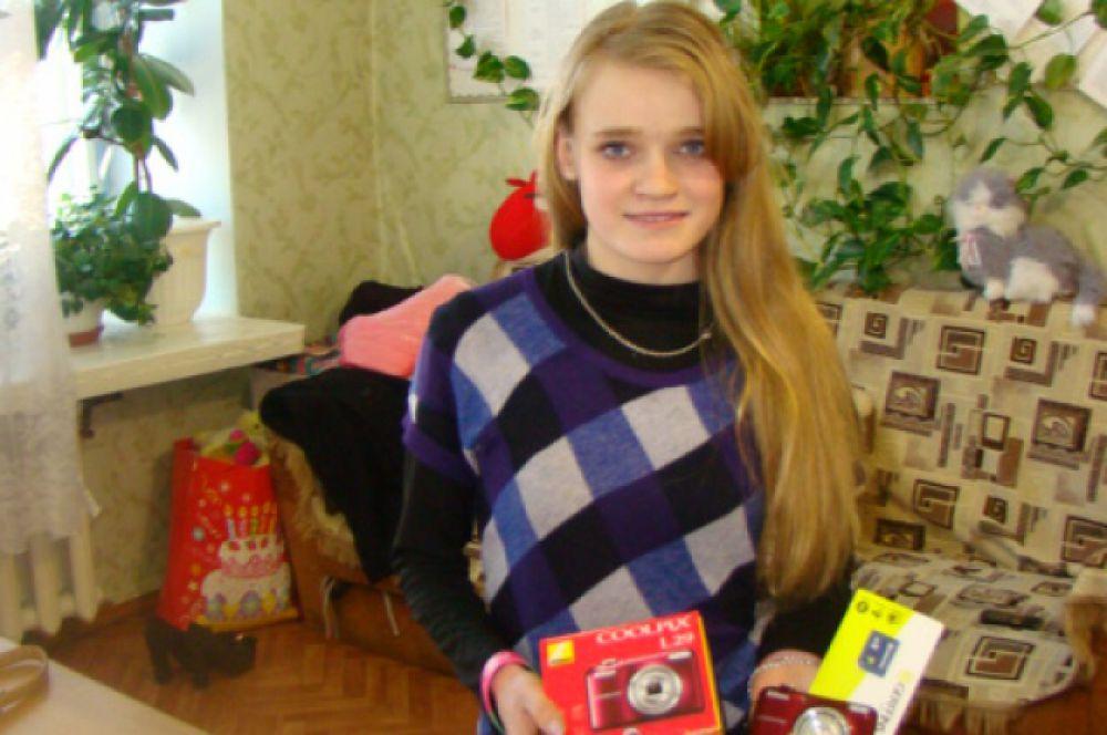 Надя Сутурина мечтала о фотоаппарате. Её желание сбылось, благодаря акции «Стань Дедом Морозом!»