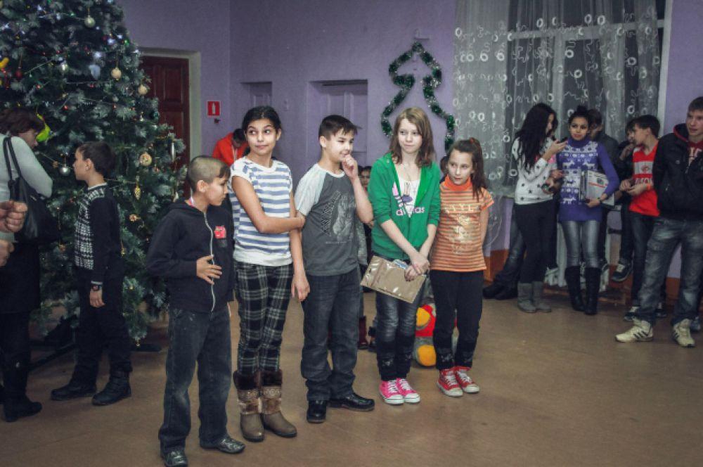 Подарки ребята заслужили, ведь они не толкьо концерт подготовили, но и весь год старались себя хорошо вести
