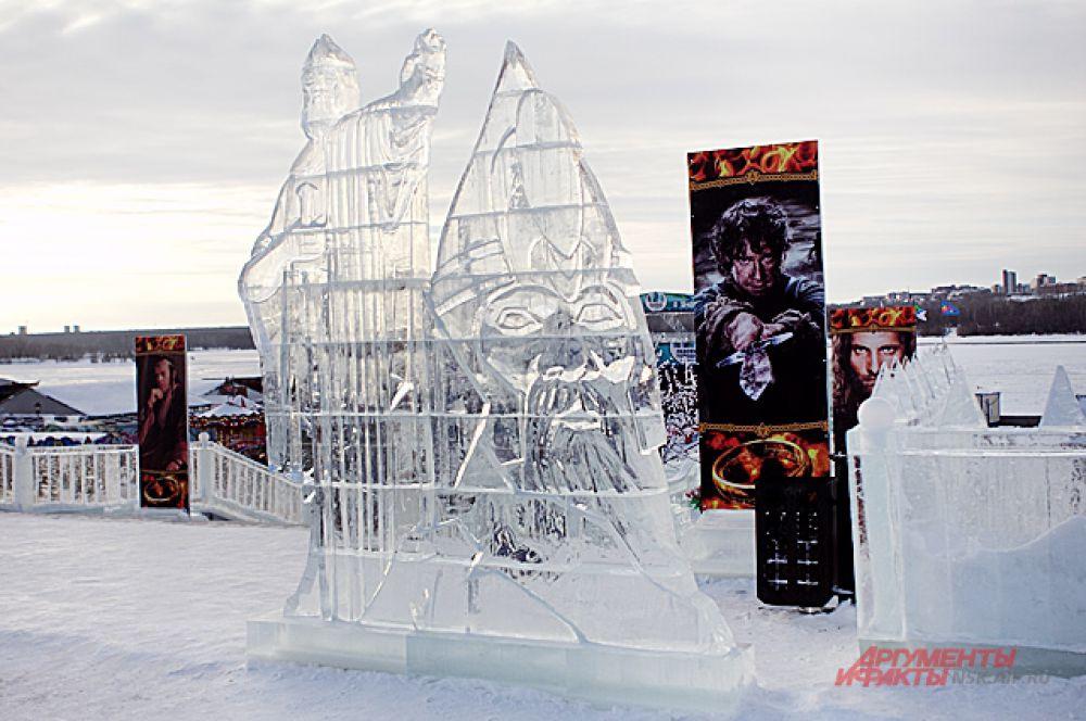 """Каждый год Ледовый городок меняет свою тематику. На этот раз он сделан в стиле саги Джона Толкиена """"Властелин колец""""."""