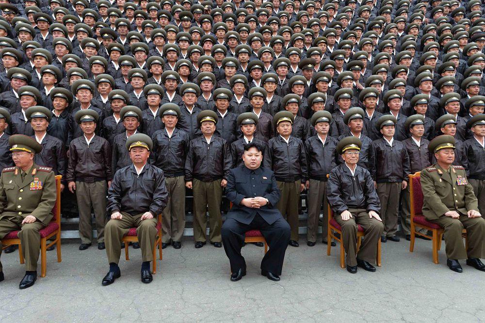 О первой громкой казни эпохи товарища Ким Чен Ына стало известно в октябре 2012 года. Как сообщила британская газета The Telegraph со ссылкой на южнокорейские источники, жертвой «кровавого вождя» стал заместитель министра народных вооружённых сил Ким Чхоль.