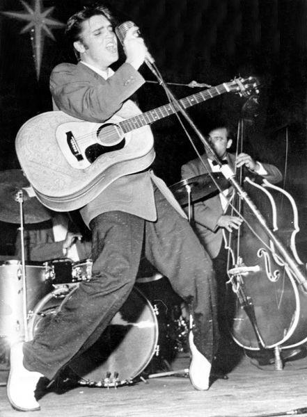 Свою первую запись Пресли просто хотел подарить маме на день рождения. В июле 1953 года Элвис решил сделать «гибкую» пластинку за 4 доллара. Во время записи музыкально одаренного молодого человека заметил владелец студии Sun Сэм Филлипс. Покоренный необычностью голоса и чувственностью исполнения, Сэм предложил Элвису записать еще несколько песен.
