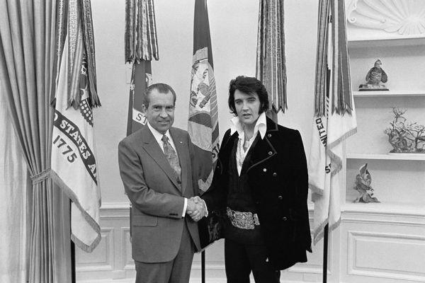 За период  с 1969 по 1977 гг.  Элвис дал более 1100 концертов в США. Самыми успешными стали выступления в нью-йоркском центре «Мэдисон-сквер-гарден» (1972) и на Гавайях (1973). Вместе с тем душевное и физическое состояние певца стремительно ухудшалось. Сказывалось постоянное переутомление и возникшая в начале 70-х годов наркотическая зависимость.