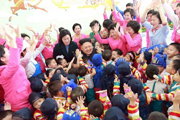По информации, опубликованной одной из китайских газет, Чан Сон Тхэка и пятерых его подельников раздели догола и отдали на съедение 120 голодным псам. За расправой наблюдали высшие руководители КНДР, включая товарища Ким Чен Ына.