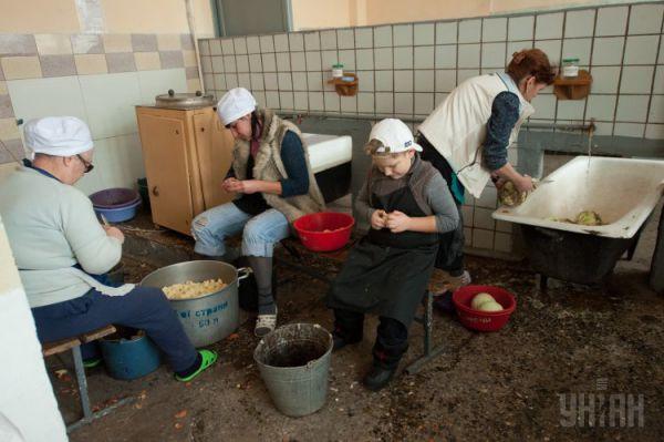 В Запорожье для военных приготовили 500 литров борща и рассольника