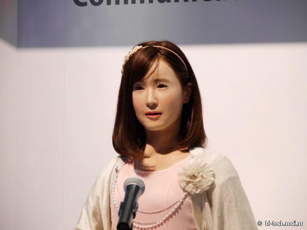 Девушка-робот Android Toshiba