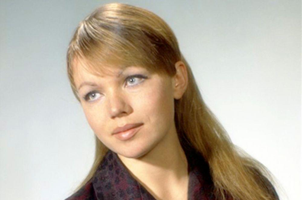 Скромная славянская красота Теличкиной сделала ее идеальной лирической героиней.