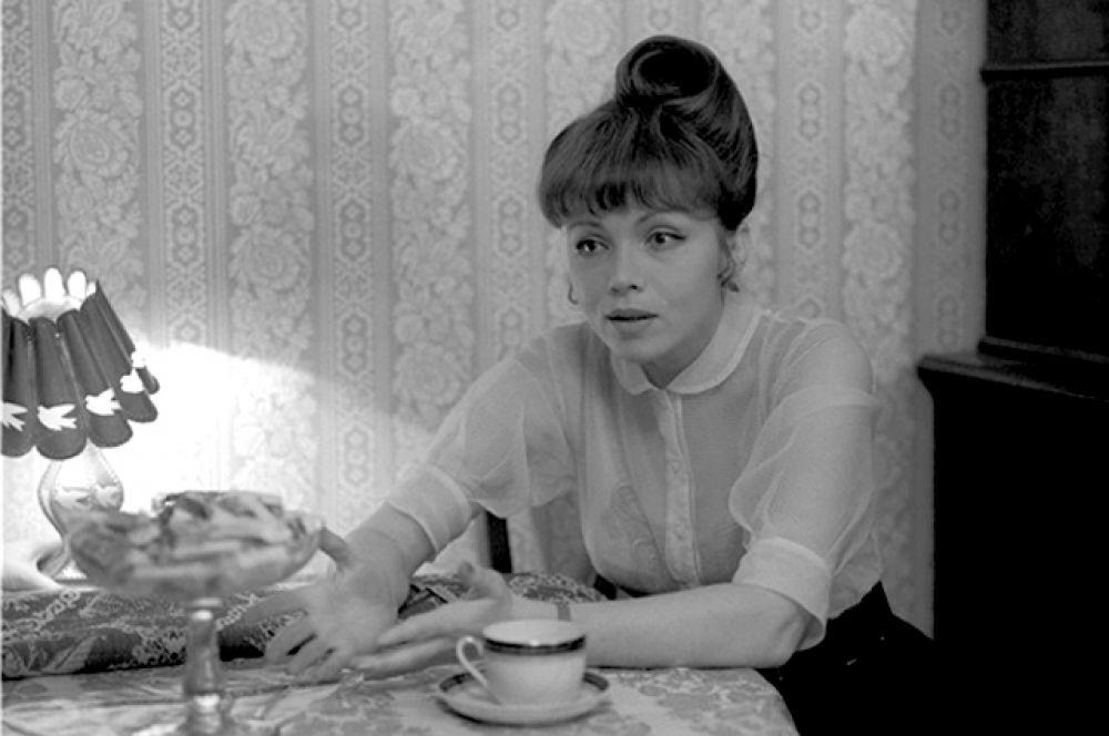 В фильме Н. Михалкова «Пять вечеров» героине Теличкиной не повезло в любви.