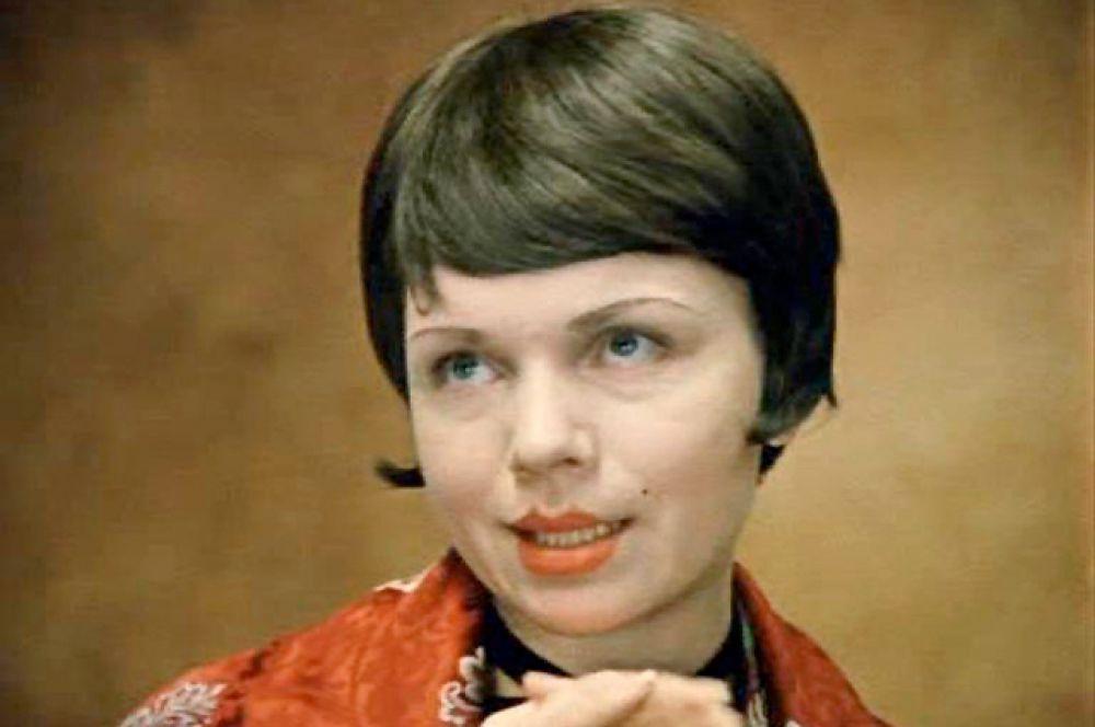 В комедии «Не может быть» Теличкина сыграла незадачливую невесту-мещанку.
