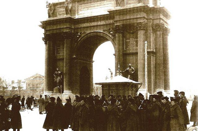 Солдаты у Нарвских ворот накануне 9 января