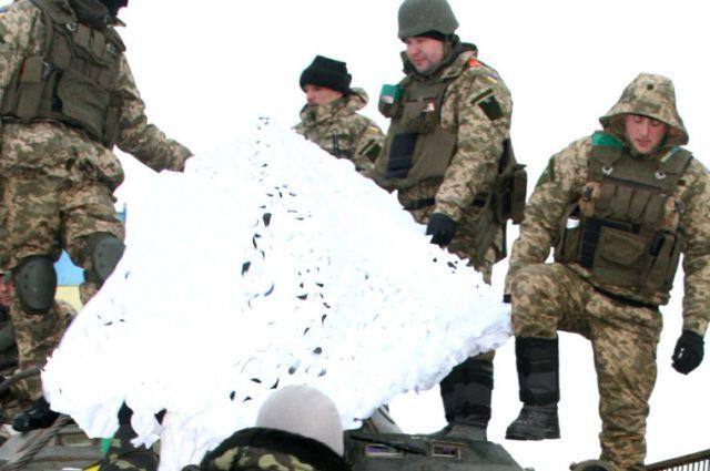 Военные получили маскировочные сетки