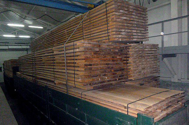 Более пяти тонн дубовых досок задержали.