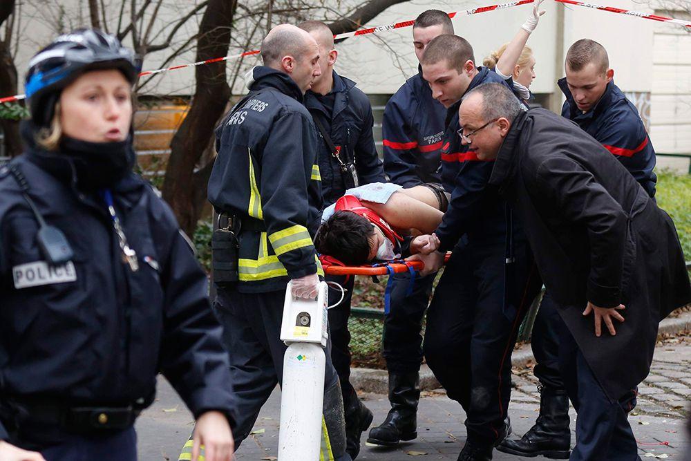 7 января в 11:30 утра (13:30 мск) вооруженные автоматами Калашникова террористы напали на офис редакции парижского еженедельного журнала Charlie Hebdo. В результате происшествия погибли 12 человек.