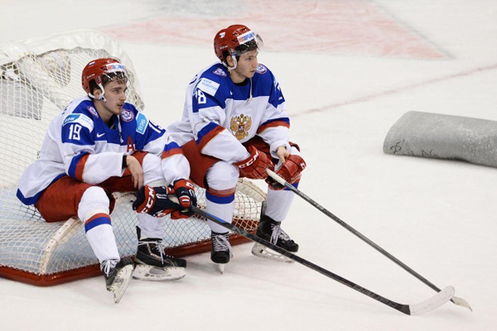 6 января молодежная сборная РФ по хоккею стала серебряным призером чемпионата мира среди игроков не старше 20 лет. Россияне уступили только хозяевам турнира – канадцам. Финальный матч завершился со счетом 5:4.