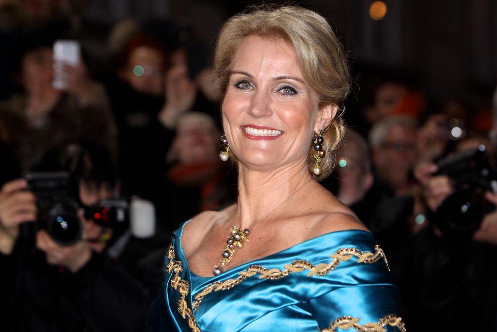 Хелле Торнинг-Шмитт - премьер - министр Дании с 2011 года, это первый случай, когда правительство возглавляет женщина. В 1994 году защитила кандидатскую диссертацию по политическим наукам. В 1994-97 — председатель секретариата Социал-демократической партии в Европарламенте, в 1997-99 — консультант Конфедерации профсоюзов Дании по европейским делам, в 1999 году была избрана в ЕП депутатом.