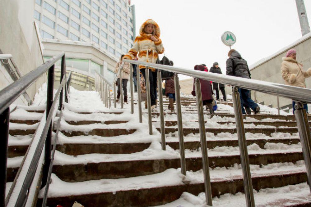 С дорог снег счистили, а о пешеходах забыли...