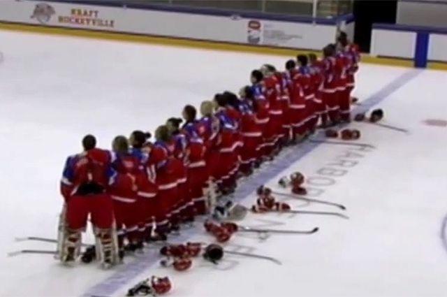На женском молодежном чемпионате мира по хоккею в США