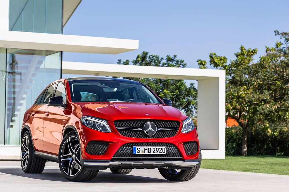 GLE Coupe по габаритам сопоставим с BMW X6. Новый Mercedes-Benz может похвастаться 9-ступенчатым «автоматом» и пневматической подвеской. Однако по отдаче моторов GLE Coupe уступает прямому конкуренту. Так, первоначально для нового кроссовера будут предлагаться только три мотора: дизельный (258 л. с.) и два бензиновых (333 и 367 лошадиных сил). Позже появится версия GLE 63 AMG c 525-сильным двигателем.