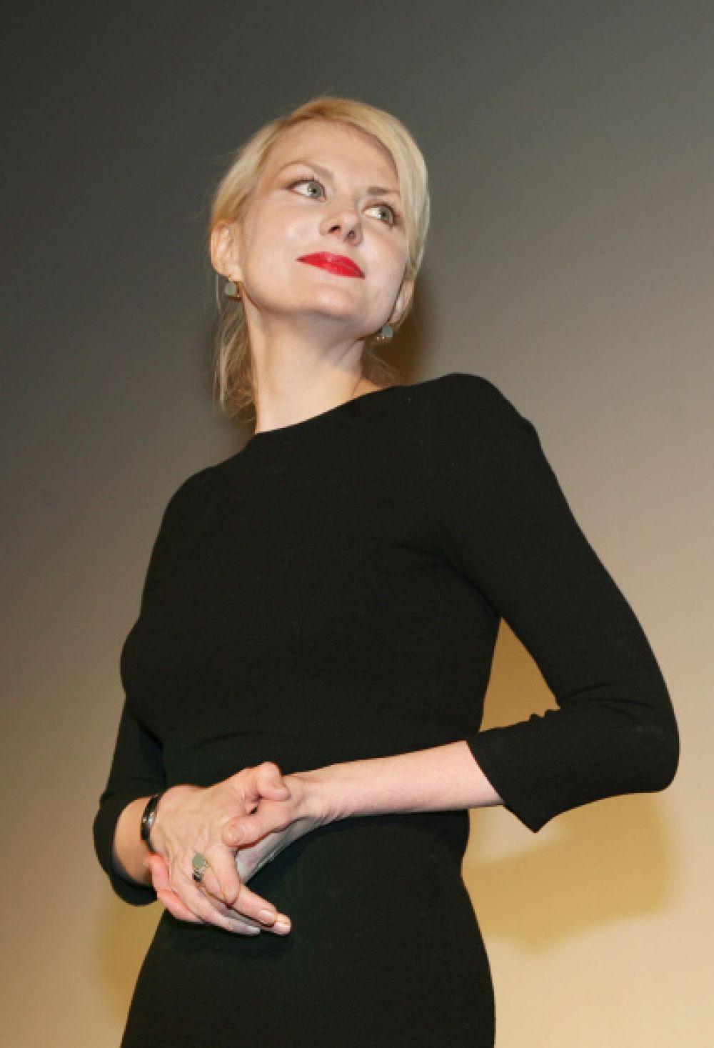 Но дипломная работа Ренаты Литвиновой - «Принципиальный и жалостливый взгляд Али К.» - не понравилась мастерами и многим преподавателям: несколько раз приходилось ее переписывать. Но именно благодаря выпускной работе, опубликованной в конце 1980-х в альманахе «Киносценарии», выдающийся режиссер Кира Муратова обратила внимание на сценаристку. Позже в интервью она говорила, что уже тогда захотела работать с Литвиновой.