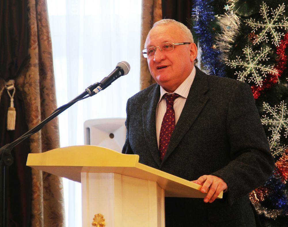 Представителей прессы поздравил спикер областного парламента Анатолий Бакаев