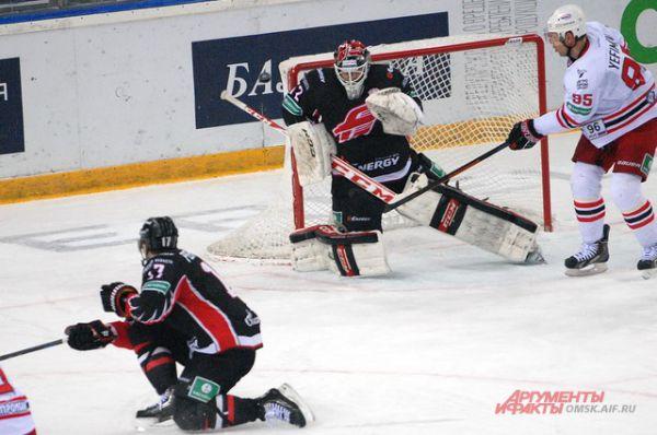 Омский «Авангард» обыграл дома гостей из Екатеринбурга со счётом 2:1.