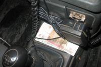Взятку водитель передал прямо в автомобиле.