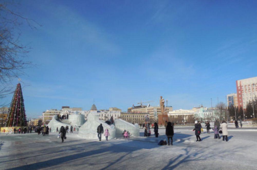 Площадь им.В.И.Ленина на новогодних каникулах стала центром притяжения многих забайкальцев.