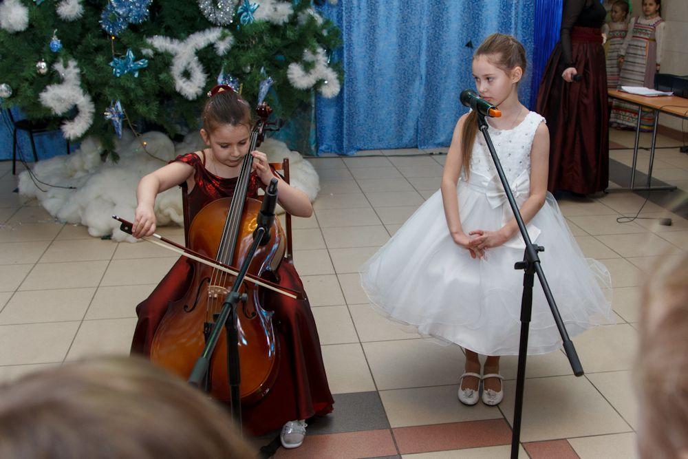 Юные артисты очень ответственно подходят к выступлениям на новогодних праздниках.