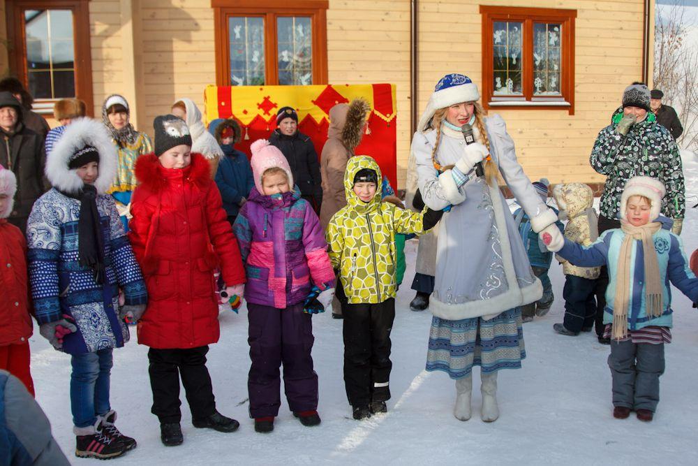 На елки в храм Бориса и Глеба Снегурочка будет приглашать детей и взрослых до конца этой недели.