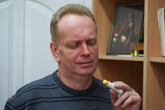 Ученый из Калининграда на протяжении многих лет проводит всевозможные эксперименты с солнечным камнем.