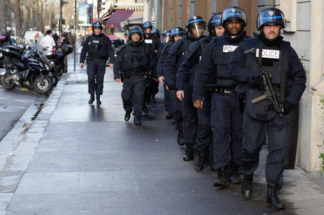 Три дня в Париже раздавалась стрельба, выли сирены, около 1000 спецназовцев были брошены на поиски лишь трёх человек.