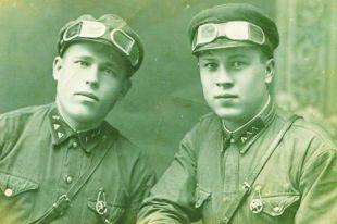 Павел Чернов (слева) свою дочь видел только на фотографии.