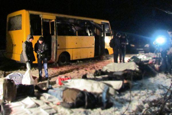 13 января вблизи блокпоста под Волновахой под артобстрел попал пассажирский автобус. Погибли 12 человек, 17 получили ранения.
