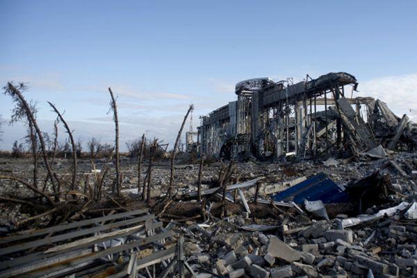 Разрушенное здание луганского аэропорта.