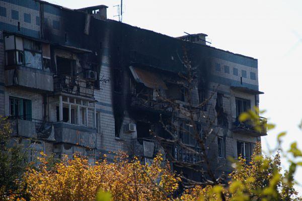 Разрушенный жилой дом в районе аэропорта города Донецка.