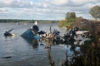 Обломки самолета Як-42, на борту которого находилась ярославская хоккейная команда «Локомотив».