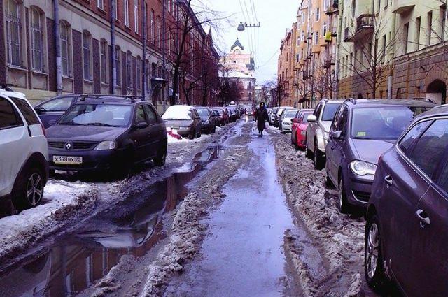 Снегоуборочная техника и дворники не работают в праздники.