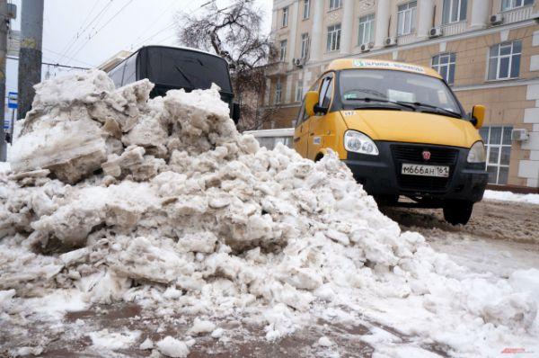 А снегопады становятся для донской столицы просто стихийным бедствием.