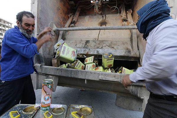 Кроме того, для контроля качества продуктов, ИГ наняло специальных людей. В случае контрафакта, они выбрасывают некондиционные товары, конфискованные в магазинах.