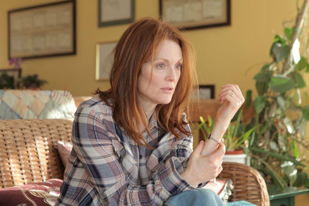 Главной претенденткой на «Оскар» за лучшую женскую роль является Джулианна Мур, сыгравшая в драме «Всё ещё Элис». Ее героиня – профессор лингвистики, страдающая болезнью Альцгеймера.