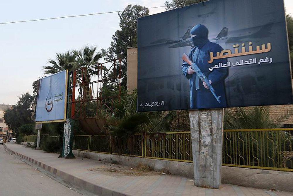 Свою деятельность террористы активно иллюстрируют на билбордах в Ракке.