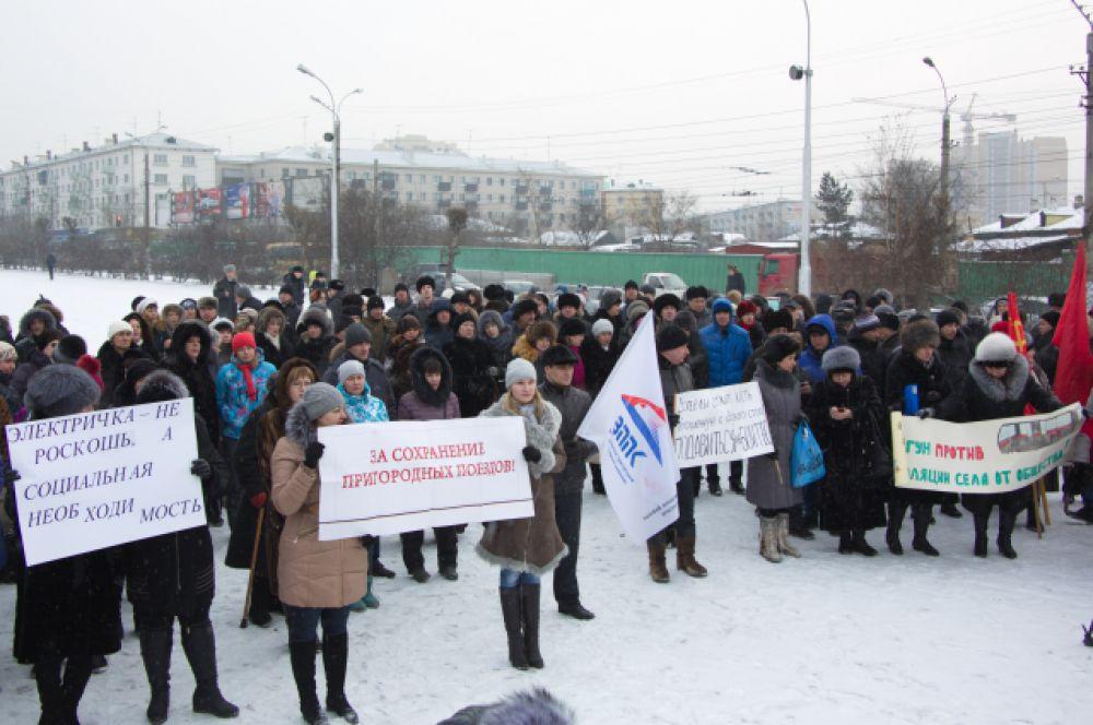 На площадь Борцов Революции забайкальцы вышли с плакатами.