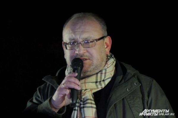 Митинг открыл депутат Максим Резник.