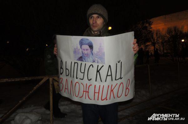 Оппозиционеры считают Навальных заложниками властей.