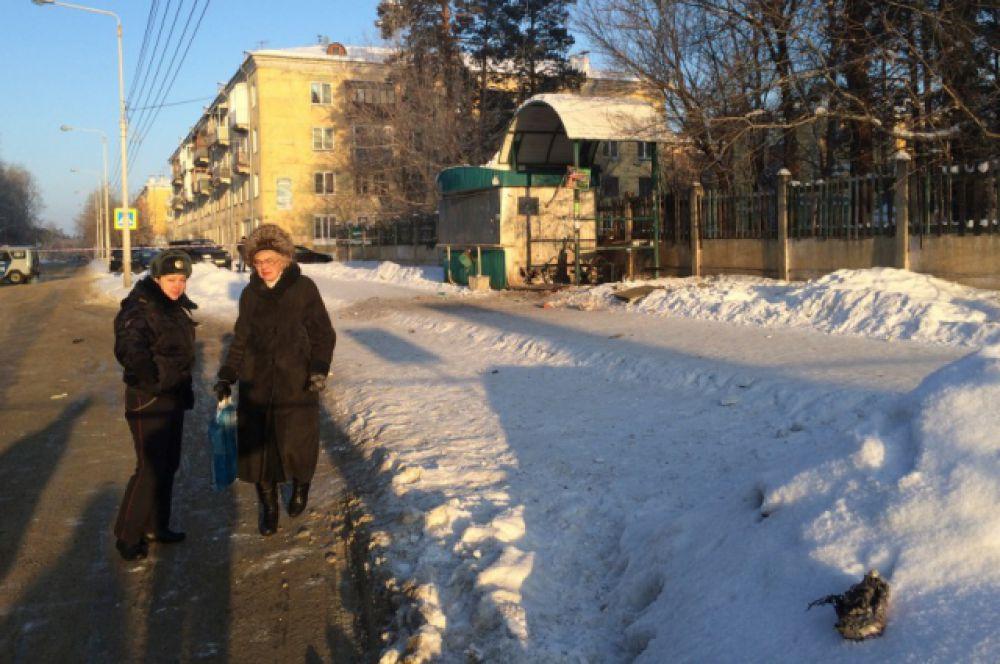 Опрашиваются возможные свидетели и жители рядом стоящих домов.