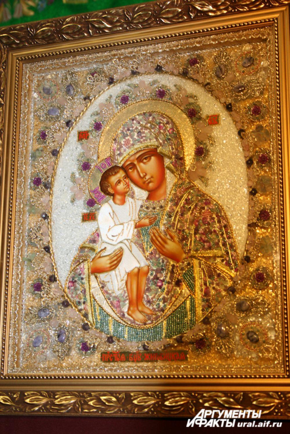 Храмовые иконы нередко отличаются богатым «убранством».